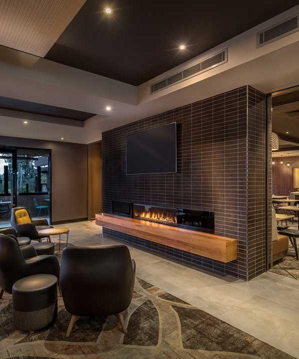 lower_plenty_hotel_bar_fireplace_web